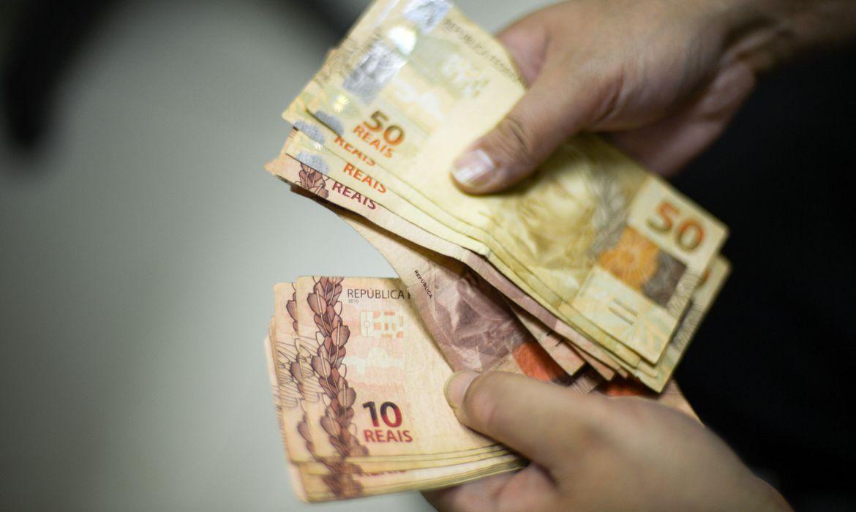 Jornal destaca circulação de dinheiro em espécie na economia brasileira