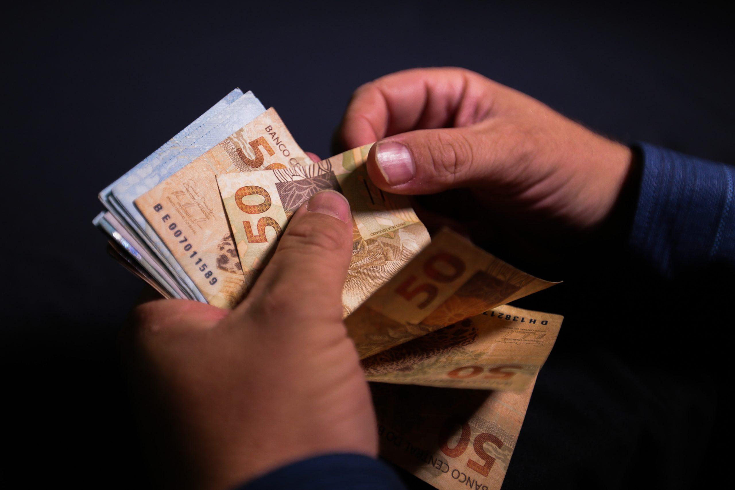 Dinheiro é o meio mais utilizado nas compras pela maioria dos brasileiros